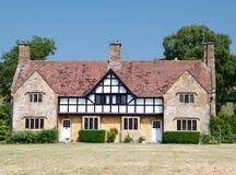 Tradycyjny średniowieczny angielski dwór budujący w tudor stylu Obraz Royalty Free