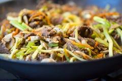 Tradycyjny azjatykci wołowiny mięso z warzywami zdjęcia stock