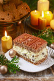 Tradycyjny bożego narodzenia cheesecake z czekoladową polewą fotografia royalty free