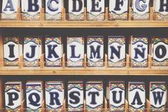 Tradycyjny ceramiczny w souvenirl sklepie w cordobie, Andalucia, zdrój obrazy stock