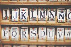 Tradycyjny ceramiczny w souvenirl sklepie w cordobie, Andalucia, zdrój fotografia stock