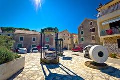 Tradycyjny dalmatian miasteczko Tisno kwadrat fotografia stock
