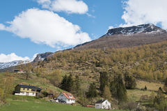 Tradycyjny dom i widok górski od rejsu obrazy royalty free