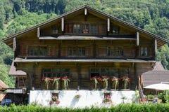 Tradycyjny dom przy Engelberg na Szwajcarskich alps Zdjęcia Stock