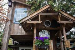 Tradycyjny drewniany domek na drzewie dla dzieci Fotografia Royalty Free