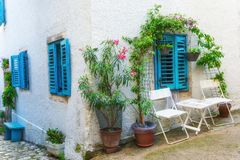 Tradycyjny Europejski Śródziemnomorski architektoniczny styl w mieszkaniowych domach i ulicach Zdjęcia Stock