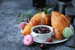 Tradycyjny Francuski Croissant obrazy stock