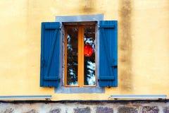 Tradycyjny Francuski okno z żaluzjami, Agde, Francja Odbitkowa przestrzeń dla teksta Obrazy Stock