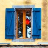 Tradycyjny Francuski okno z żaluzjami, Agde, Francja Zakończenie Obrazy Stock