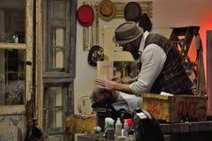 Tradycyjny fryzjer męski przy pracą Zdjęcie Royalty Free