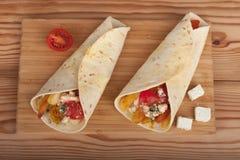 Tradycyjny grecki fast food dzwonił souvlaki lub gyros w pita Zdjęcia Stock