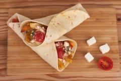 Tradycyjny grecki fast food dzwonił souvlaki lub gyros w pita Fotografia Royalty Free