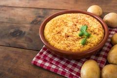 Tradycyjny hiszpańskiego omelette zakończenie up, widok od above spanish fotografia stock