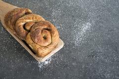 Tradycyjny Holenderski cynamonowy chleb w rolce, nazwany Bolus, obraz royalty free
