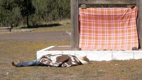 Tradycyjny kowboj odpoczywa na ziemi zbiory