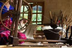 Tradycyjny krosienko dla wełny odziewa miękkie ogniska, Obrazy Royalty Free
