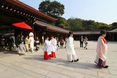 Tradycyjny ?lubny korow?d przy Meiji ?wi?tyni? w Tokio, Japonia fotografia stock