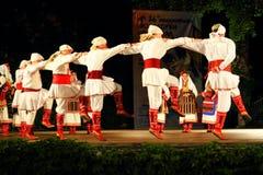 Tradycyjny Macedoński tana zespołu sceny występ Varna Bułgaria zdjęcia royalty free