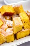 Tradycyjny Moldovan i Rumuński słodki kukurydzany tort malajczyk z glazerunkiem przy festiwalem krajowe tradycje w Moldova Obraz Royalty Free