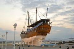 Tradycyjny nabrzeże dla drewnianego dhaus w Sura obrazy stock