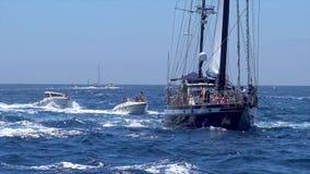 Tradycyjny nautyczny korowód dziewica Carmen święty żeglarzi z fisherboats w wybrzeżu wioska Palamos zbiory wideo