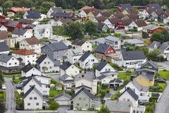 Tradycyjny norweg barwiący domy Ovre Ardal wioska visitant fotografia royalty free
