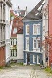 Tradycyjny norweg barwiący klasyk mieści fasady w Bergen Obrazy Stock