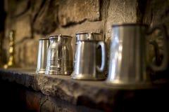 Tradycyjny pewter tankard w tradycyjnym Angielskim pubie Obraz Stock