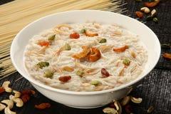 tradycyjny Południowy Indiański słodki pudding Kheer w białym pucharze Obrazy Royalty Free
