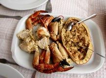 Tradycyjny Portugalski owoce morza naczynia brązu krab, także znać jako Sapateira Recheada obrazy stock