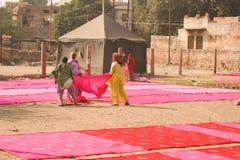 Tradycyjny proces barwiarstwo menchii reklamy czerwieni płótno Zdjęcie Royalty Free
