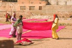 Tradycyjny proces barwiarstwo menchii reklamy czerwieni płótno Zdjęcia Royalty Free
