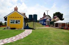 Tradycyjny rocznika koloru żółtego gospodarstwo rolne Zdjęcia Royalty Free