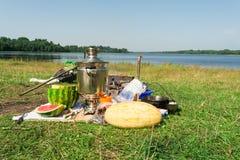 Tradycyjny Rosyjski pinkin na jeziornym brzeg Fotografia Royalty Free
