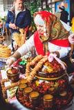 Tradycyjny sklep dla sprzedaży bliny przy ostatki Gomel, fotografia stock