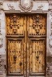 Tradycyjny stary nieociosany drewniany drzwi Zdjęcia Stock