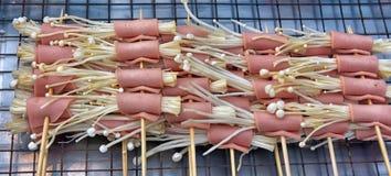 Tradycyjny tajlandzki grilla mięso i c hinese pieczarki Fotografia Royalty Free