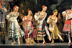 Tradycyjny taniec, Ukraina obrazy stock