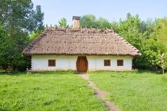 Tradycyjny ukraiński wiejski dom zdjęcie royalty free