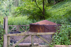 Tradycyjny węgla drzewnego palnik znajdujący w Millington drewnach Zdjęcia Stock