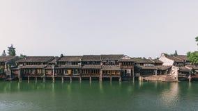 Tradycyjnych Chińskie domy rzeką w Wuzhen, Chiny fotografia royalty free