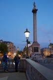 Trafalgar fyrkant med folk och turister i London Royaltyfri Bild