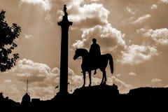 Trafalgar-Platz an der Dämmerung Stockbild