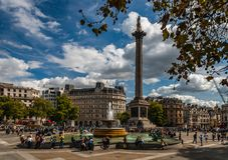 Trafalgar-Platz im Fall lizenzfreies stockbild