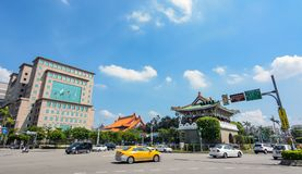 Traffic circles the Jingfu Gate roundabout in downtown Taipei at the end of Ketagalan Blvd. Taipei, Taiwan - August 5, 2017 - Afternoon traffic circles the Stock Photos