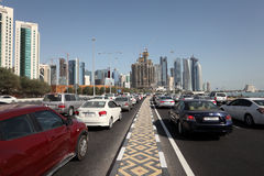 Traffic on the corniche road in Doha, Qatar Stock Photo