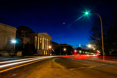 Traffic moving past the National Gallery of Art at night in Wash Stock Photography
