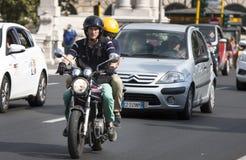 traffic Para na rowerze zdjęcia royalty free