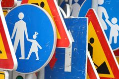 Traffic sign_yellow and blue Royalty Free Stock Images