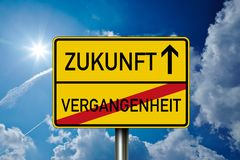 Free Traffic Sign With The German Words For Future And Past - Zukunft Und Vergangenheit Royalty Free Stock Photo - 156312815